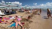 Пляжи Евпатории переполнены