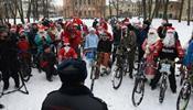 Полиция пресекла велопробег Дедов Морозов и Снегурочек в С-Петербурге