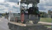 В С-Петербурге немецкому туристу на тракторе не повезло