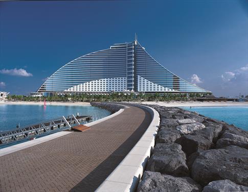 Jumeirah Beach Hotel  пять месяцев не будет принимать гостей