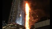 В Дубае мощно вспыхнул небоскреб