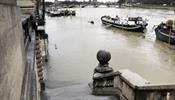 Вода в Париже продолжает подниматься