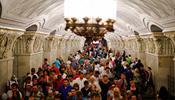 Сперва в Москве призвали отказаться от автомобилей, теперь – от метро в час пик