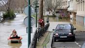 Наводнение Сены выгоняет из домов и музеев крыс