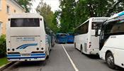 Экскурсионным автобусам разрешили бесплатно стоять у музея-заповедника «Петергоф»