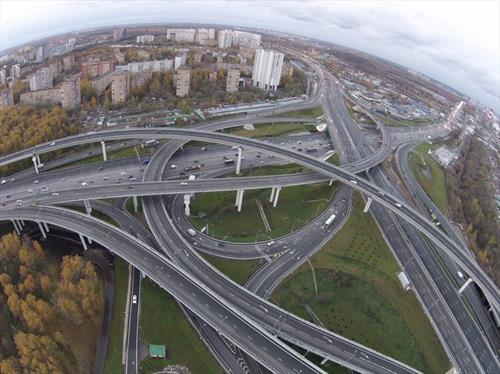 Москва проваливается в кризис быстрее, чем Россия