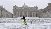 Рим проснулся под снежным одеялом