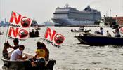 Возвращение в Венецию круизного лайнера встретили протестом