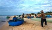 Рыбаки гробят туристов во Вьетнаме